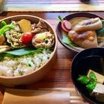鹿鳴庵 - 料理写真:ランチは土日祝のみの限定ですよ(^_−)−☆