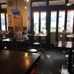 壱角家 - 日曜日の夕方4時ごろの店内。