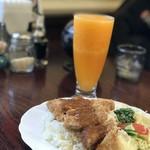 83413267 - トップフォト エスカロップとオレンジジュース