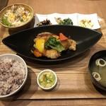 表参道 リバーカフェ - 白身魚とたっぷり季節野菜の黒酢あん定食