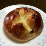 ブーランジェリー パルク - レーズンパン 80円
