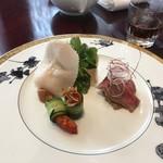 SESSION - 博多和牛サーロインの汾酒漬け 久米島産車海老の胡瓜捲き