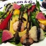 ガストンアンドギャスパー - エビとアボガドのサラダ 黒ゴマドレッシング
