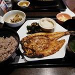 大戸屋 - いよとり鯛の塩麹みりん漬け炭火焼き定食