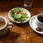 83423568 - セットのサラダ、味噌汁、コーヒー