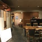 鶴べ別館 - お店入口付近。こちらで待機します。