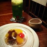 こぐま - あんみつ玉¥500、クリームソーダ¥650
