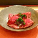 鮨 そえ島 - ◆鯨の赤身、新玉ねぎのソースで。 鯨の味わいがまろやかで甘みを感じますし、ソースもいつもながらいい味わい。
