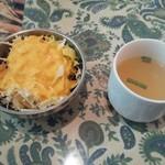 ガンジー - ネパールセット1000円のサラダとスープ
