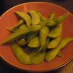 燻吟 スカイダイニング - 枝豆も燻製です。うまい^^