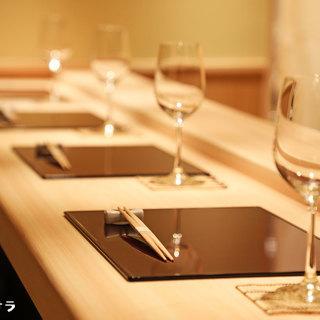 日本酒はもちろん和食をイメージした国産ワインと鮨の相性は抜群