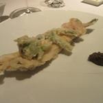 83436354 - 「丸ごと穴子1本と、蛤の熱々フリット、山菜と共に」