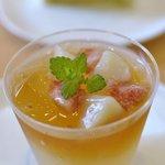 ロンシャン - 料理写真:桃と紅茶のジュレ