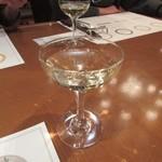 地ビール&ピッツァ オークラブルワリー - 誕生日のお祝いはスパークリングワインで。