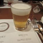 地ビール&ピッツァ オークラブルワリー - 飲み比べ4杯目は期間限定のヴァイツェン、とってもフルーティで女性でも飲みやすいタイプのビールです。