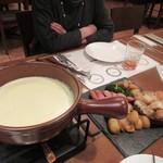 地ビール&ピッツァ オークラブルワリー - 4杯の飲み比べが終ったら丁度チーズフォンデュタイムになりました。