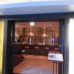 地ビール&ピッツァ オークラブルワリー - お店はホテルオークラ福岡の地下にあります。