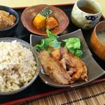 玄米専門店 稲妻家 - 3時間煮込んだ炙り豚の角煮定食