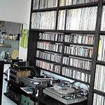 TIME - ジャズを中心としたレコードが揃っています。