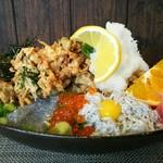 しらす料理の豊洋丸 - トリプル丼 サイドショット