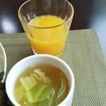 83457008 - オレンジジュース キャベツのスープ