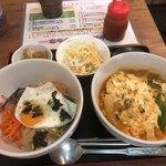 まる飯 - 韓国ラーメン+ミニナムルビビンバ定食 880円
