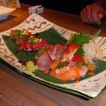 8346115 - 刺身3種盛り合せと北海鮪と完熟アボカドのにぎり寿司