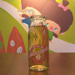 プラススクレート - モンチッチちゃんの大好物であるりんごのジュースです。