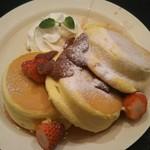 83462964 - 国産フルーツのパンケーキ