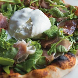 チーズを主役に、より美味しく食べるためのニュースタイルピザ◎