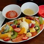 83475285 - 果物いっぱいのフレンチトースト