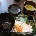 香炉庵 茶寮 - わらび餅とお抹茶(温)