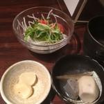 八幡浜はなれ - 定食の一品、漬物、サラダ