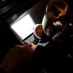 MONDIAL KAFFEE328 BAKERY ザヴォート - 1杯1杯挽きたてで提供