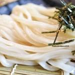 うどん 色彩 - 超グミ系で最高の麺です!