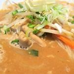麺王 - さまざまな具材