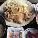 酒亭 じゅらく - メガ生姜焼定食