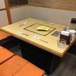赤坂一龍 - テーブル席