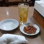 美楽一杯 - 2018.04・茶とお通しのピーナツ