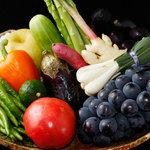 宮した - 全国各地から仕入れた季節野菜が勢ぞろいです。みずみずしい野菜をたっぷりお召し上がりください。