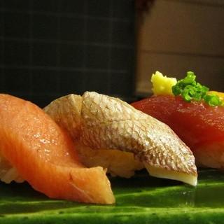 寿司久 - 料理写真:毎日仕入れられる新鮮なネタ
