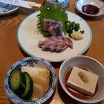 村田家 - お通し、鰻重のお新香、鰯刺身