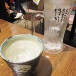 肉汁餃子製作所 ダンダダン酒場 - 焼酎ロック 480円(税別)。     2018.03.27
