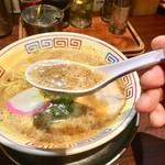 まっち棒 - スープ表面の泡!! 濃厚の証。