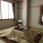 戸隠旅の宿 白樺荘 - 内観写真:8畳BT付