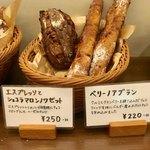 パンやきどころ RIKI - 商品棚1