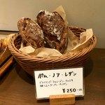 パンやきどころ RIKI - 商品棚2