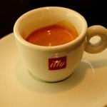 カフェラッテ - イタリア illy社の豆使用 エスプレッソ