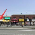 ユーカリー - 外観(赤い矢印の所がお店)