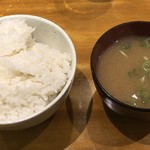 Bisutorotikintikin - ご飯大盛りと味噌汁。「何れもお代わりして下さい。」と言われました。
